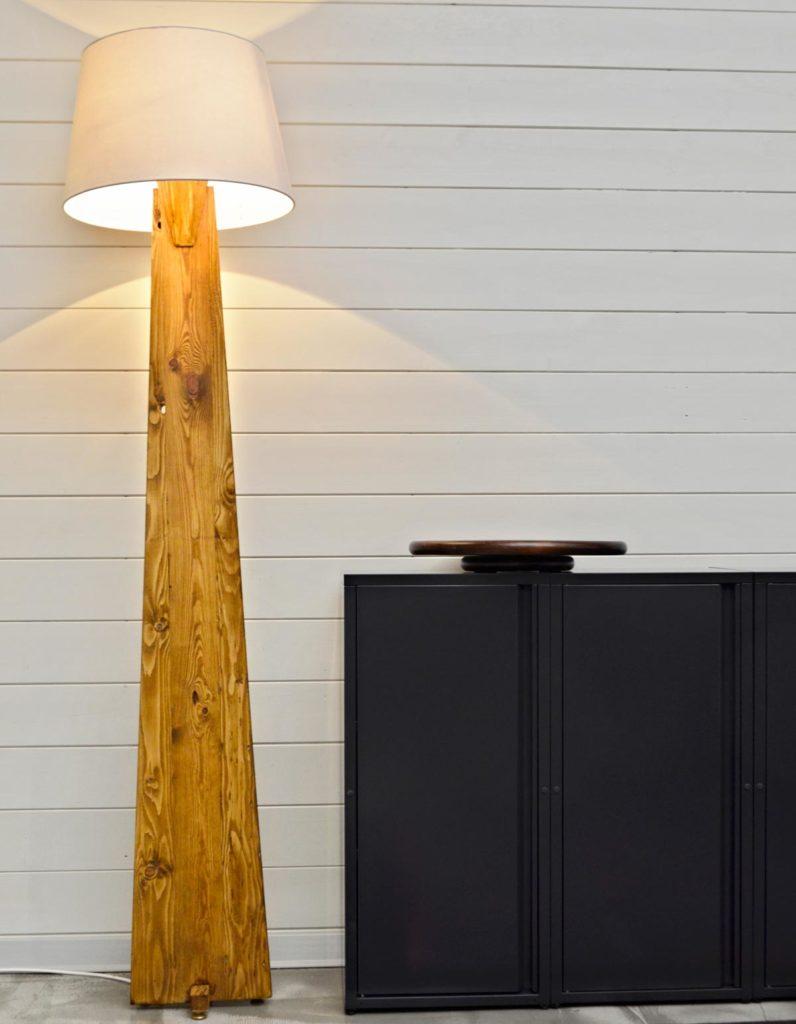 lampada in legno lamellare